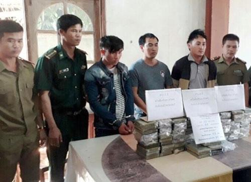 lao-drug-smugglers-arrested-at-vietnam-border