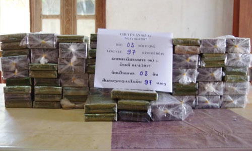 lao-drug-smugglers-arrested-at-vietnam-border-1