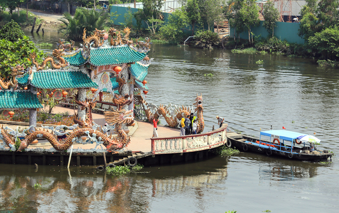 saigon-river-temple-floats-in-300-years-of-history-1