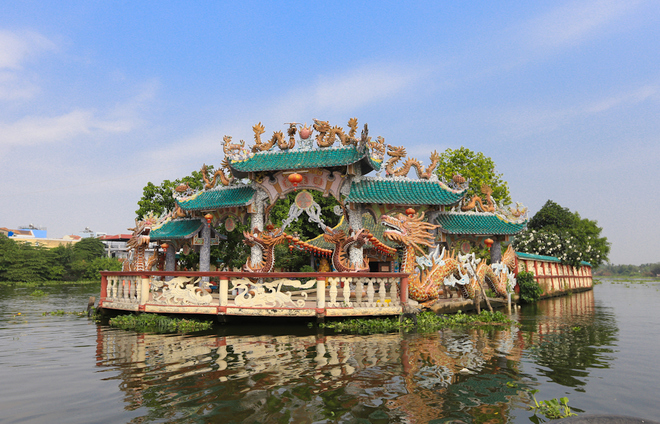 saigon-river-temple-floats-in-300-years-of-history-2
