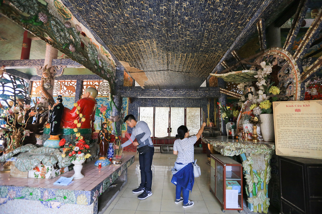 saigon-river-temple-floats-in-300-years-of-history-4