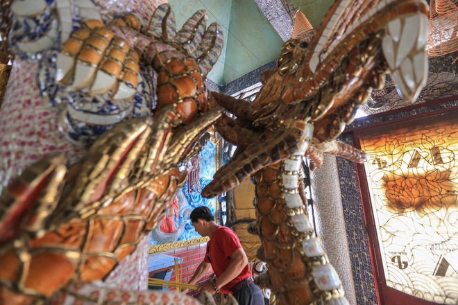 saigon-river-temple-floats-in-300-years-of-history-7