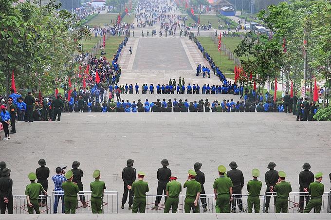 hung-kings-festival-draws-massive-crowd-in-vietnam-1