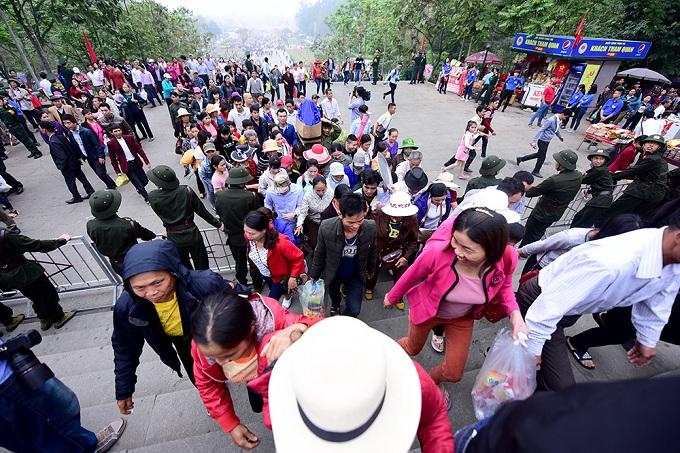 hung-kings-festival-draws-massive-crowd-in-vietnam-3