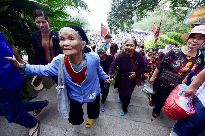 hung-kings-festival-draws-massive-crowd-in-vietnam-5