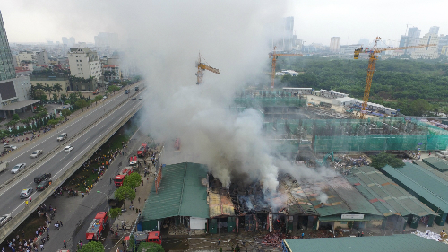 fire-descimates-hanoi-warehouse-complex-2