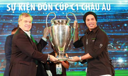 Ronaldinho lifts Champions League trophy in Vietnam