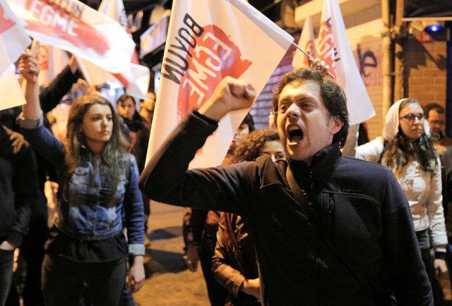 turkeys-erdogan-declares-referendum-victory-opponents-plan-challenge-4