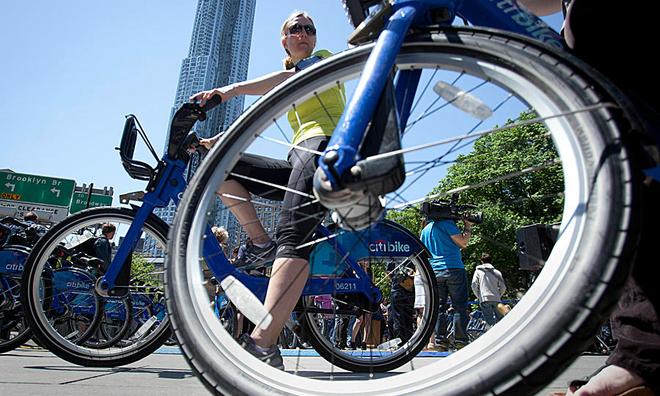 Saigon pedals public bicycle scheme near bus stations