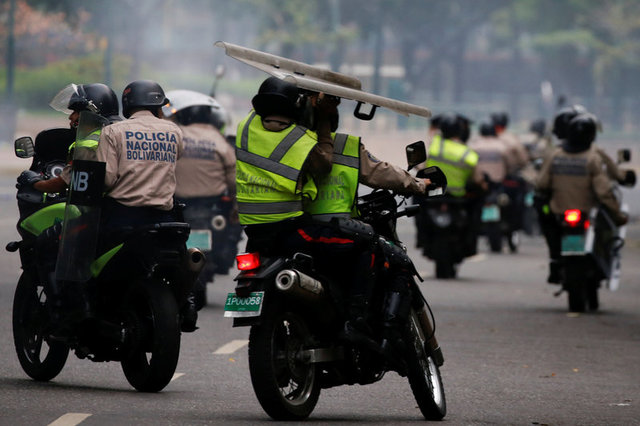 venezuelan-protests-against-government-leave-three-dead-2