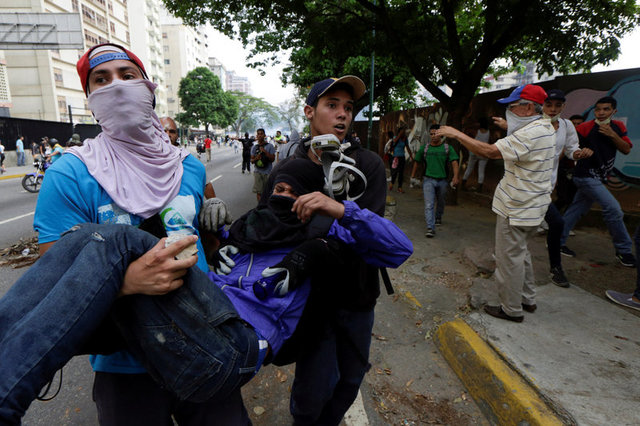 venezuelan-protests-against-government-leave-three-dead-4