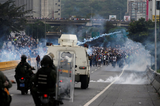 venezuelan-protests-against-government-leave-three-dead