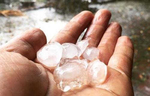 Brief hailstorms take northern Vietnam by surprise