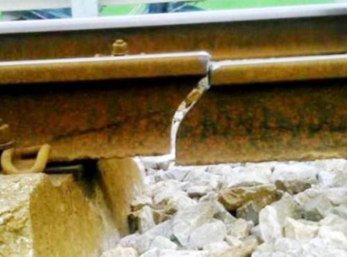 Rail track crack delays train in northern Vietnam