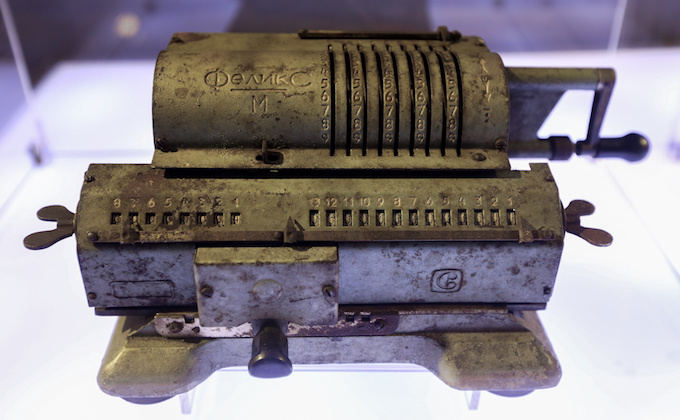 The machine for counting coins used in the early 20th century.