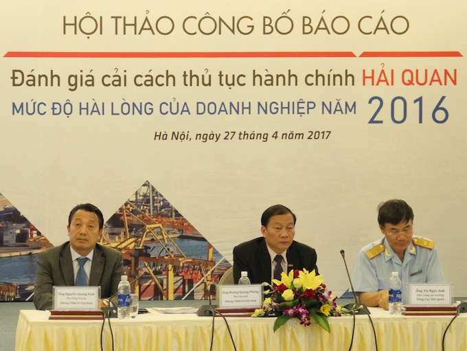 Hoang Quang Phong (C), vice president of VCCI. Photo courtesy of VCCI