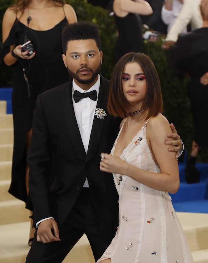 Singers The Weeknd and Selena Gomez. REUTERS/Lucas Jackson