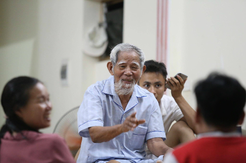village-dignitary-out-of-hospital-following-vietnam-hostage-crisis