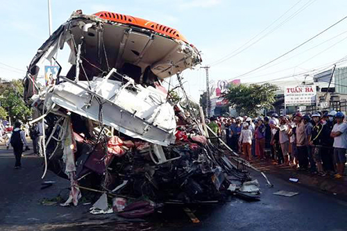 The crash completely smashed the front of the bus. Photo by VnExpress/Nhat Ha