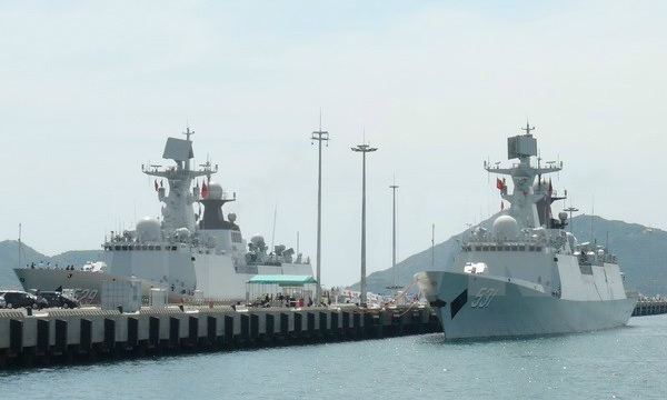 Chinese naval squadron docks on four-day visit to Vietnam