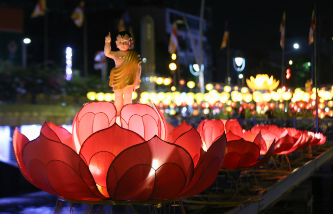 saigon-lights-up-for-buddhist-festival-5