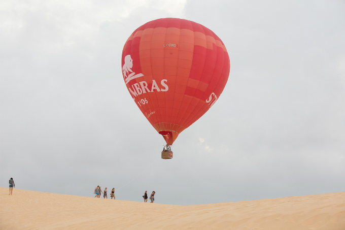 The journey will typically last for one hour in the air and land at 7a.m.. After landing, there will be a traditional First Flight Ceremony which provides a memorable finish for first-time balloon passengers. Total time for the whole tour will range from 3 to 4 hours.