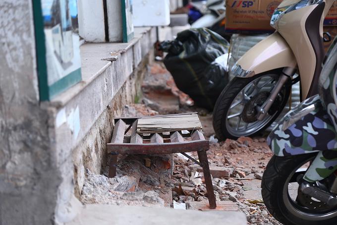 locals-retake-hanois-sidewalks-as-cleanup-campaign-dies-down-2