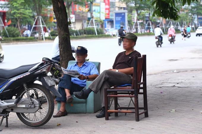 locals-retake-hanois-sidewalks-as-cleanup-campaign-dies-down-6