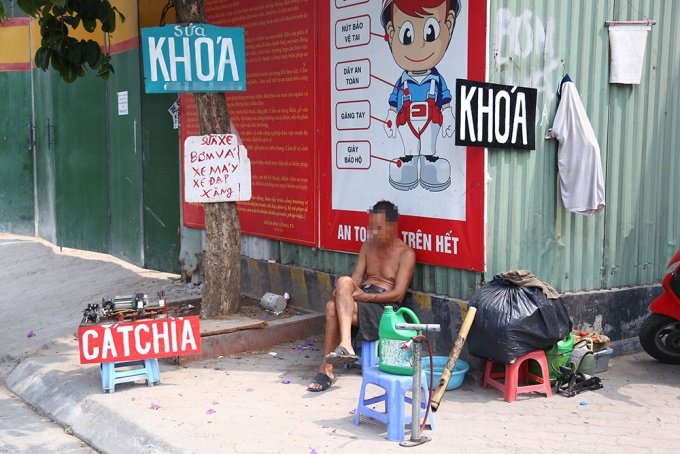 locals-retake-hanois-sidewalks-as-cleanup-campaign-dies-down-7