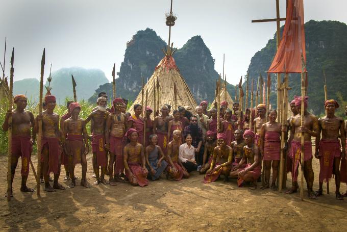kong-skull-island-director-reunites-with-local-actors-in-surprise-vietnam-visit-1
