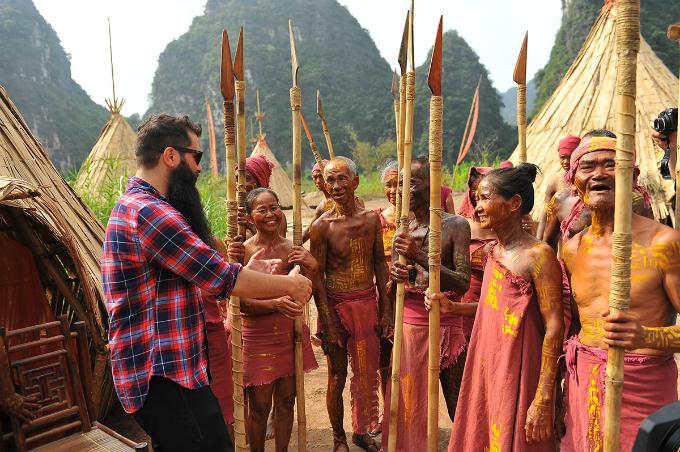 kong-skull-island-director-reunites-with-local-actors-in-surprise-vietnam-visit-3