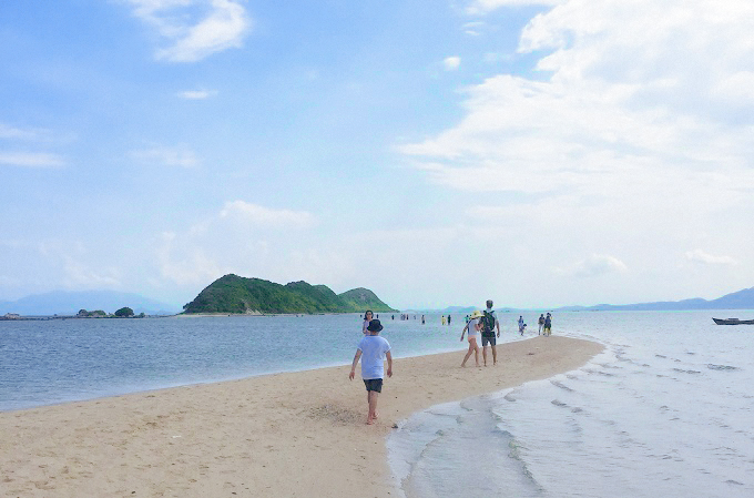 the-vietnamese-island-that-gives-you-the-magic-of-walking-on-water-2