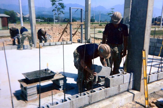 us-japan-naval-personnel-build-da-nang-nursery-school-6