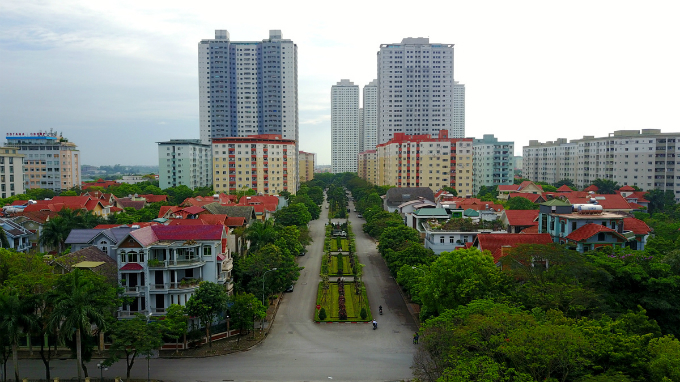 rising-from-a-hanoi-lake-a-city-within-a-city-6