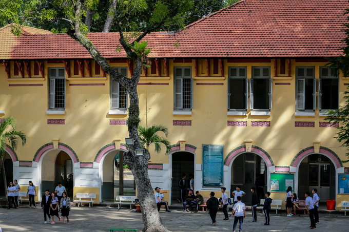 traces-of-time-in-saigons-century-old-high-school-7