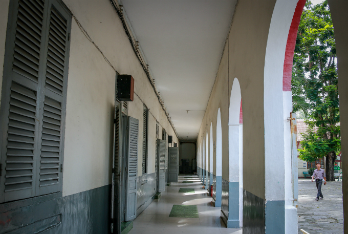traces-of-time-in-saigons-century-old-high-school-4