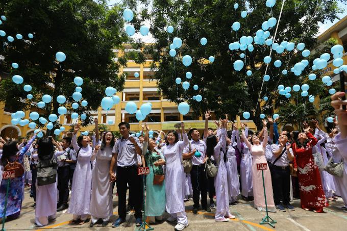 goodbye-high-school-a-vietnamese-rite-of-passage