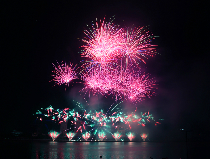 fireworks-fest-continues-in-central-vietnam-with-mesmerizing-shows