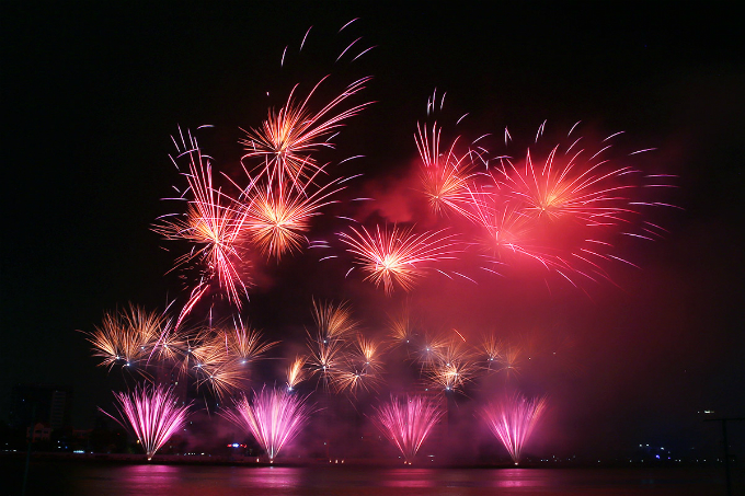 fireworks-fest-continues-in-central-vietnam-with-mesmerizing-shows-3