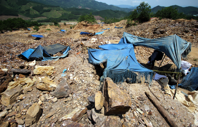 gold-rush-causes-pollution-concerns-at-abandoned-vietnamese-mine