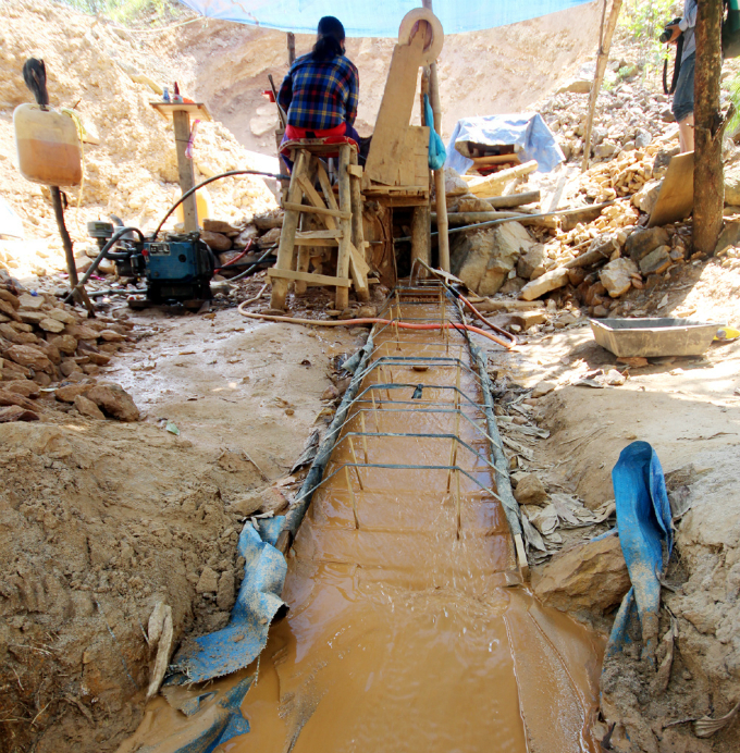 gold-rush-causes-pollution-concerns-at-abandoned-vietnamese-mine-7