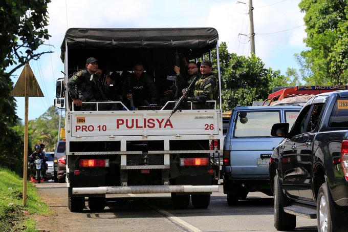 Islamist militants in Philippines beheaded local police chief - Duterte