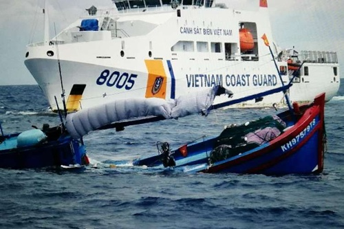 indonesia-releases-four-vietnamese-boats-after-clash-in-disputed-waters