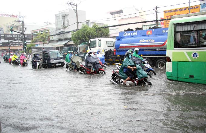no-end-in-sight-for-saigons-flooding-saga