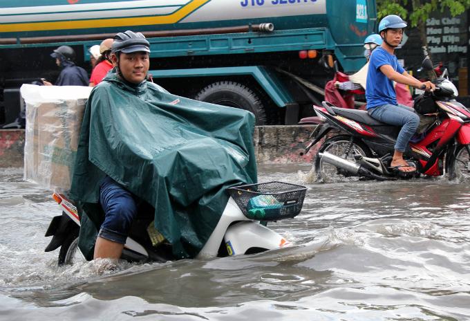 no-end-in-sight-for-saigons-flooding-saga-1