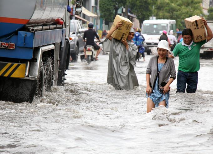 no-end-in-sight-for-saigons-flooding-saga-4