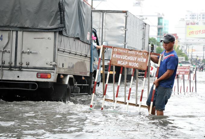 no-end-in-sight-for-saigons-flooding-saga-5