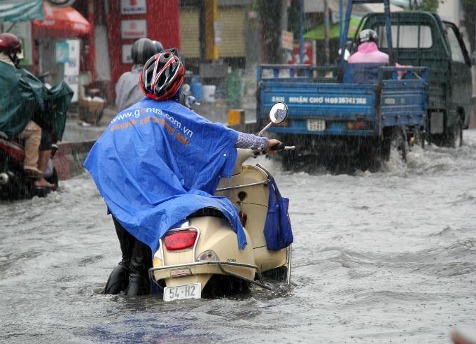 no-end-in-sight-for-saigons-flooding-saga-6