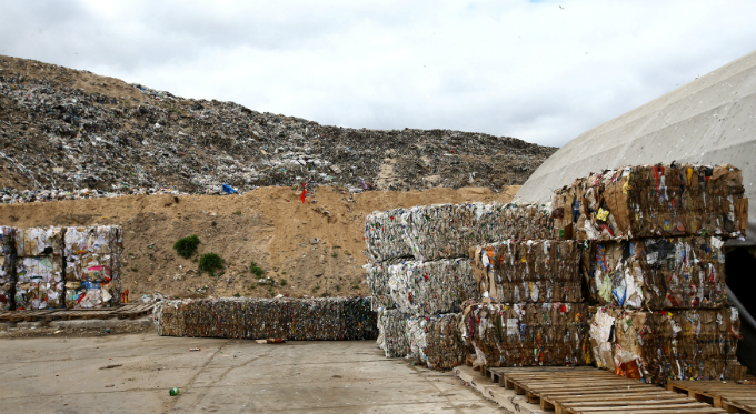 dont-look-away-shocking-photos-of-waste-from-vietnam-and-around-the-globe-12