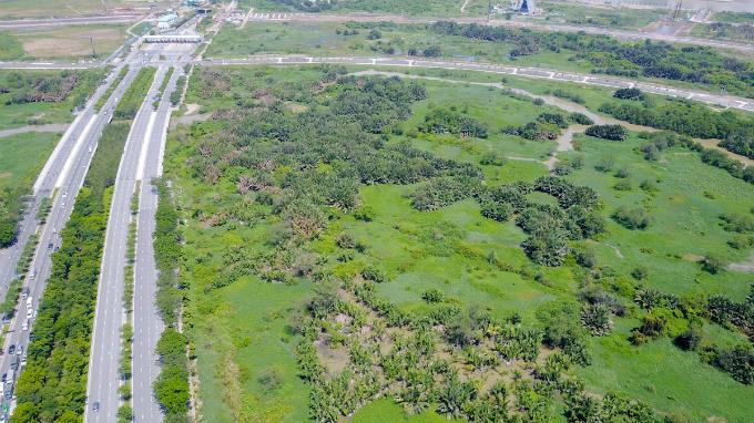 across-the-river-saigon-assembles-its-new-business-suburb-10